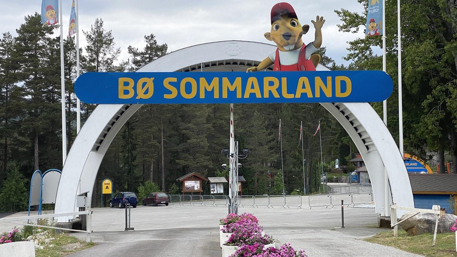 Bilde av innkjøringen til Bø Sommarland
